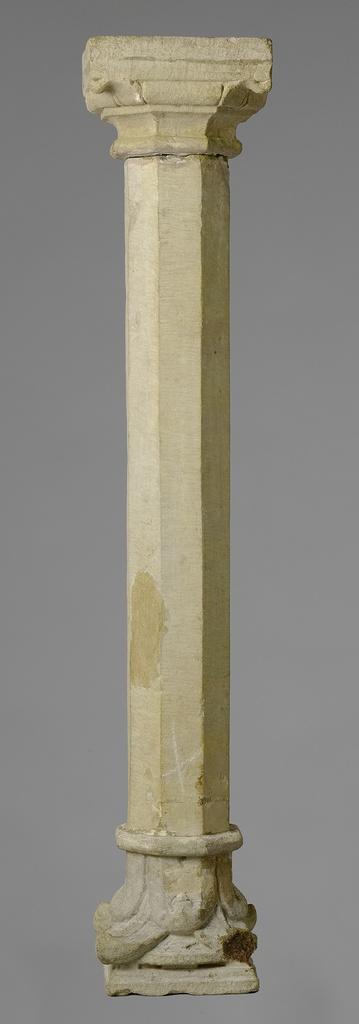 Stenen zuil, afkomstig uit collectie Lanz.