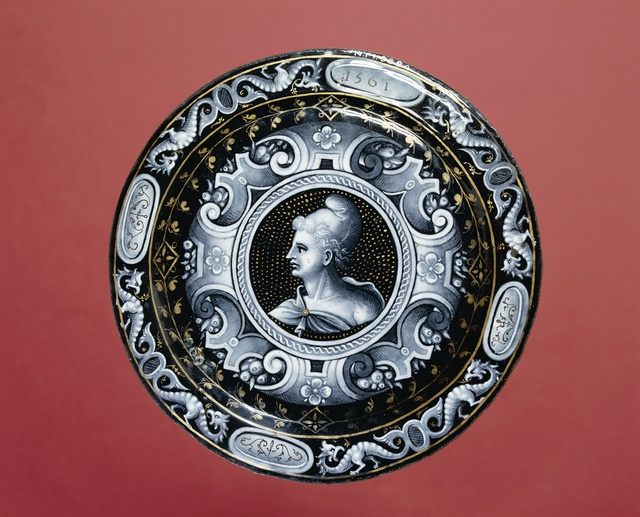 Plate with a depiction of the month of March