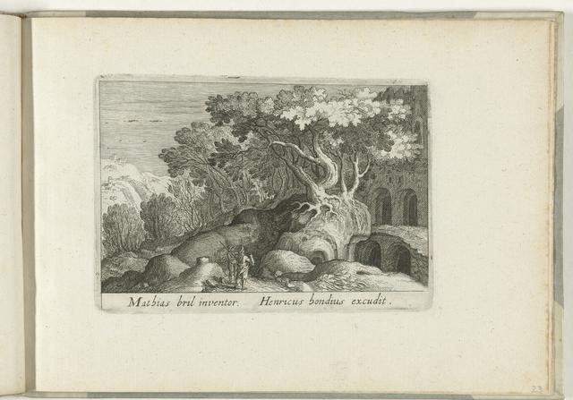Boslandschap met ruïne verborgen achter bomen
