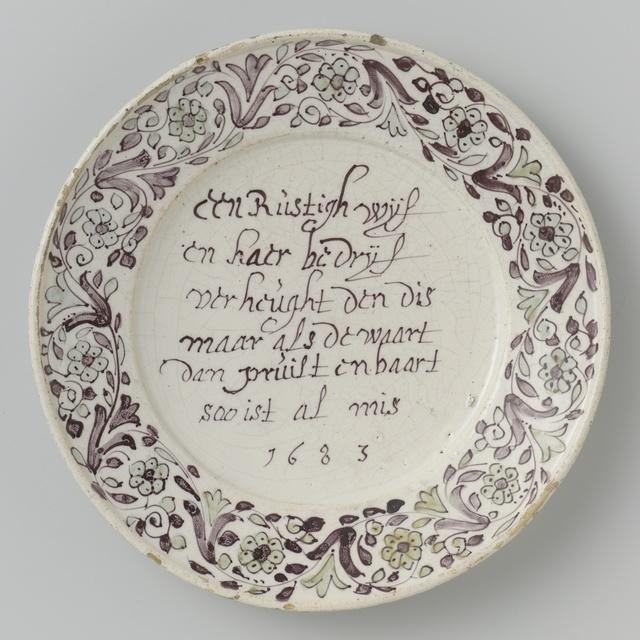 Bord met het opschrift: Een Rustigh wijf/ en haer bedrief/ verheught den dis/ maar als de waart/ dan pruilt en baart/ soo is al mis/ 1683