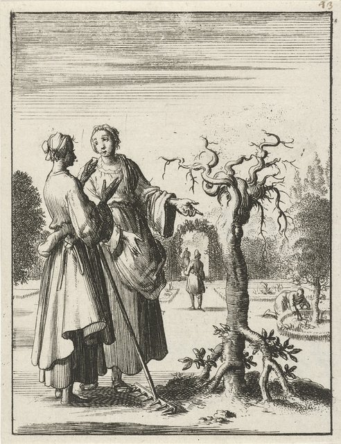 Twee vrouwen bekijken een boom die met de wortels omhoog is geplant