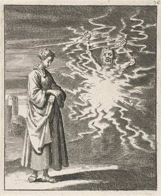 Vrouw wandelt rustig langs de in vlammen gehulde Satan