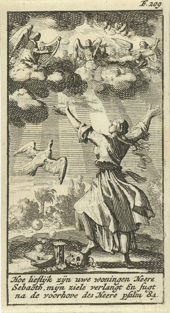 Vrouw luistert met gespreide armen naar het engelenkoor in de wolken boven haar