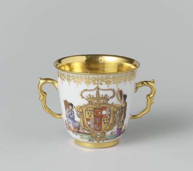 Chocoladekop, veelkleurig beschilderd met chinoiserieën en het wapen van de familie Farnese