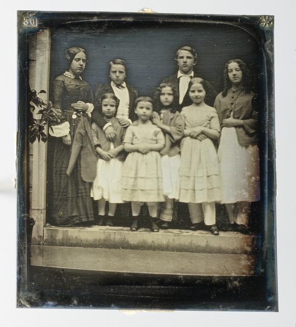 Groepsportret van leden van de familie Asser en bekenden