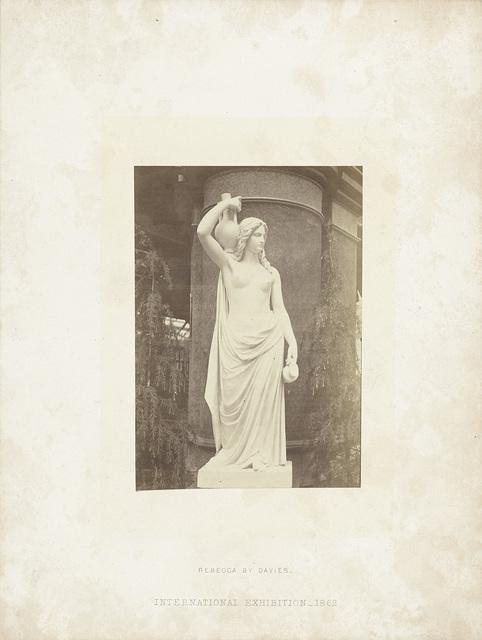 Sculptuur van Rebecca door Davies, tentoongesteld op de International Exhibition, Londen 1862