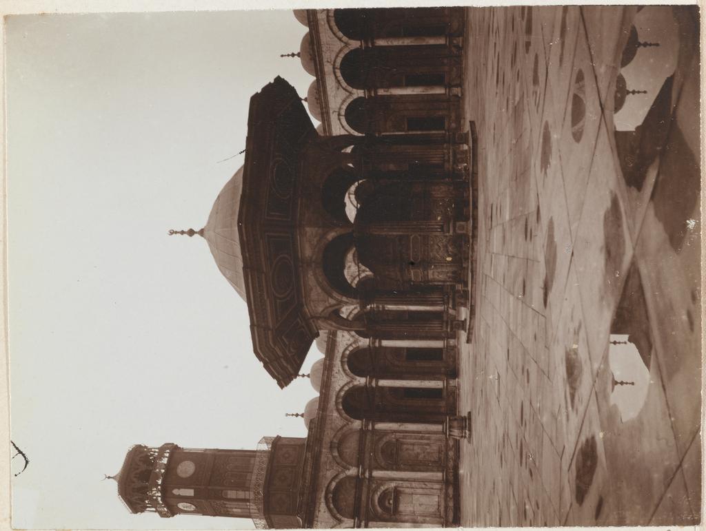 De binnenplaats van de Alabasten moskee in Caïro, Egypte