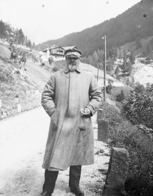 The road in Dolomites between 1905-1909.