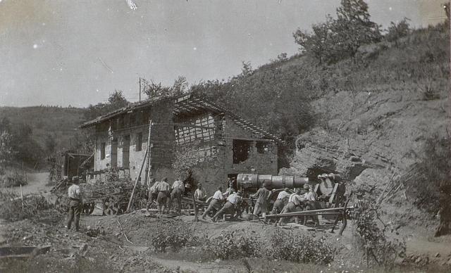 30.5 cm Mörser wird bei Prvacina in Stellung gebracht.18.6.1917.