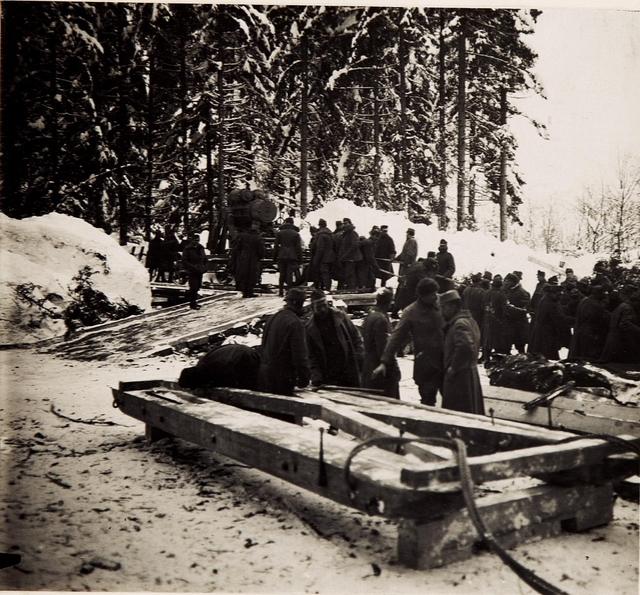 30.5cm Mörser Batt.28/2.Die Wiege wird zur Stellung transportiert.