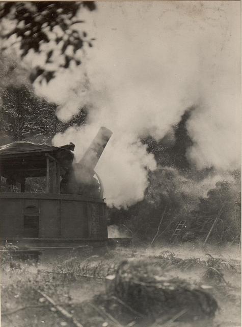 42 cm Haubitzen Stellung im Canaltal bei GUGG. Abfeuern.