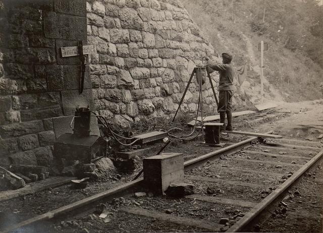 42 cm Haubitzen Stellung im Canaltal bei GUGG. Destillation von Trinkwasser.