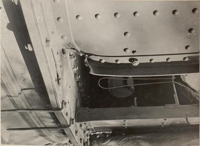 42 cm Haubitzen Stellung im Canaltal bei GUGG. Ein Volltreffer am Geschützturm im Lagarinatal in Tirol.