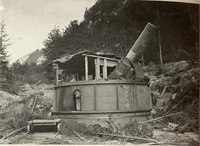 42 cm Haubitzen Stellung im Canaltal bei GUGG. Geschütz Feuerbereit.