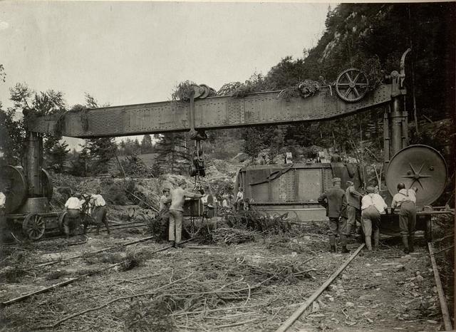 42 cm Haubitzen Stellung im Canaltal bei GUGG. Kran mir Verschluss-Stück.
