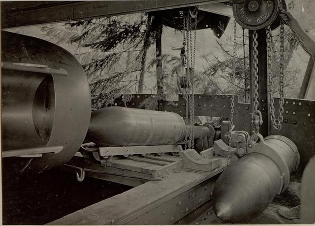 42 cm Haubitzen Stellung im Canaltal bei GUGG. Ladeschale.