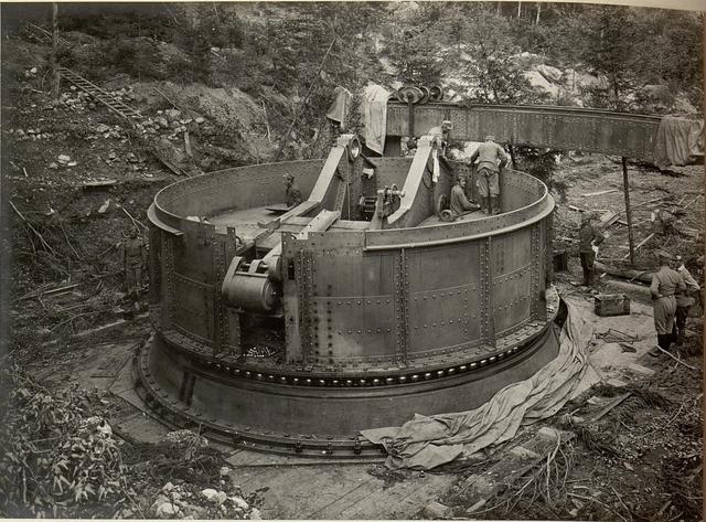 42 cm Haubitzen Stellung im Canaltal bei GUGG. Transport des Verschlusses.