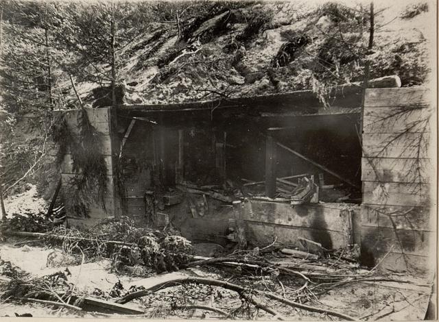 42 cm Haubitzen Stellung im Canaltal bei GUGG. Volltreffer im Munitions Depot.