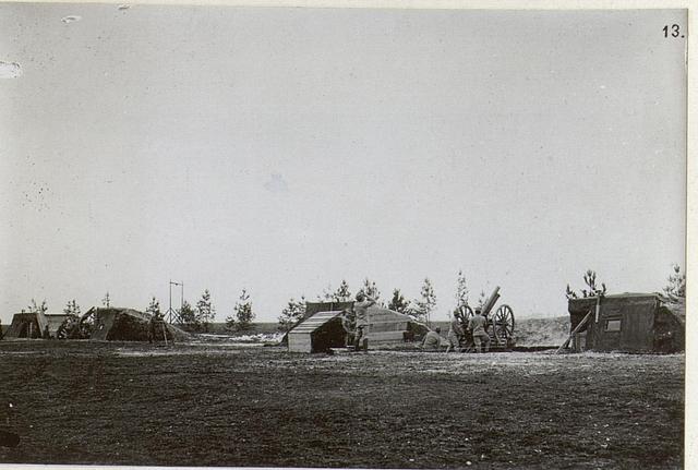 8cm M.05 Feldkanone mit abgenommenen Schild als Flugzeug-Abwehrgeschütz