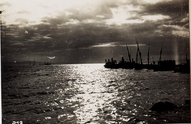 Abendstimmung im Hafen von Durazzo.