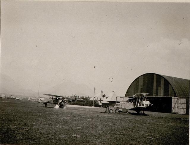 Am Flugplatz in Villach.
