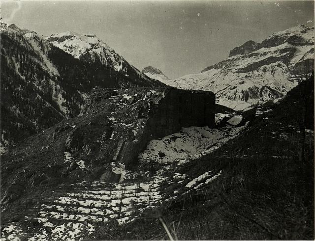 Col di Lana :Blick auf das zerschossene Werk bei Buchenstein