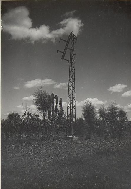 Conegliano, durch Granatvolltreffer zerstörter Gittermast.