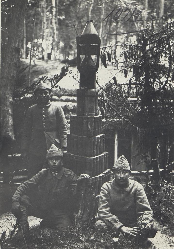 Denkmal aus Geschosshülsen in der Stellung des türk.I.R.62.