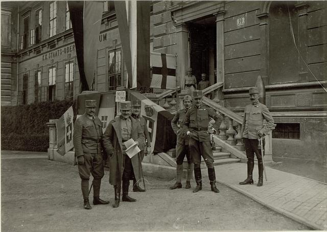 Die erbeuten italienschen Fahnen.Aufgen.11.September 1915.