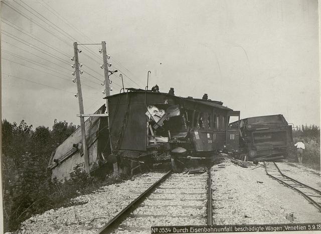 Durch Eisenbahnunfall beschädigte Wagen, Venetien