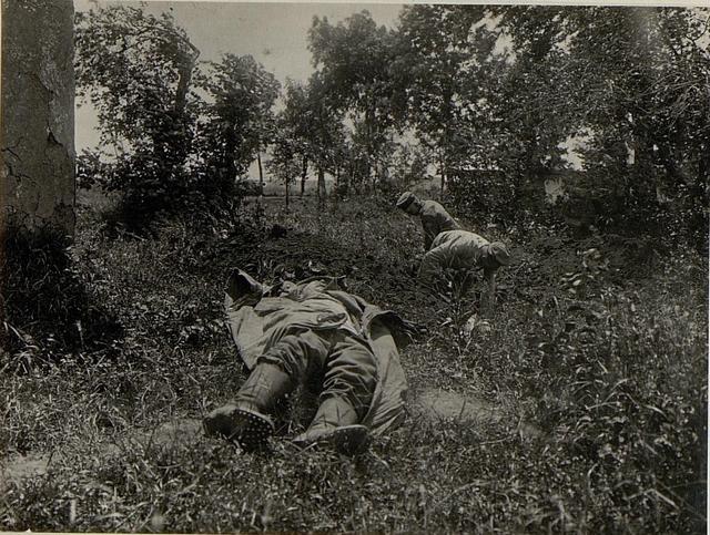 Ein Soldat wird begraben