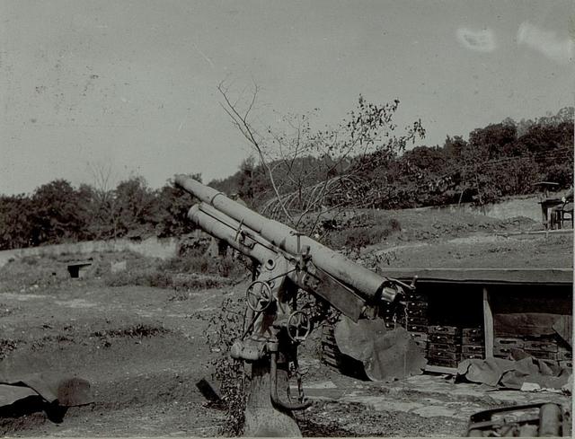 Erbeutete russische Ballonabwehrkanone bei Ajševica (Aissovizza)