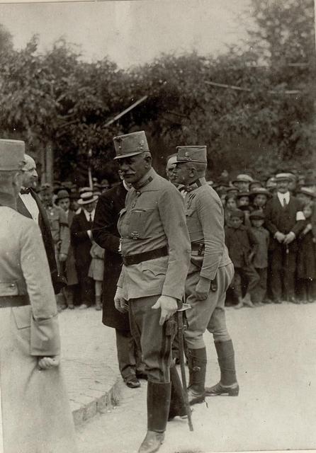 Feldmarschalleutnant Joseph Roth von Limanowa-Lapanow wird  in Lublin empfangen