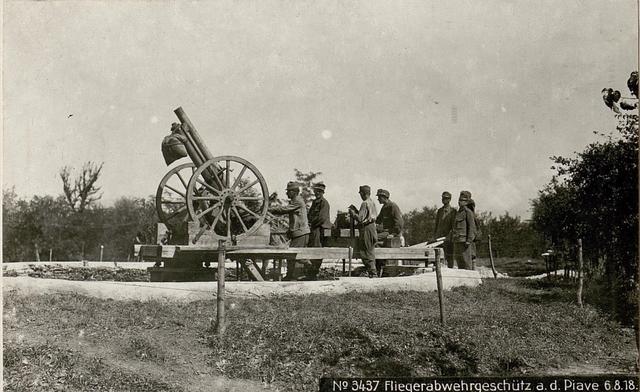 Fliegerabwehrgeschütz a.d.Piave 6.8.18.