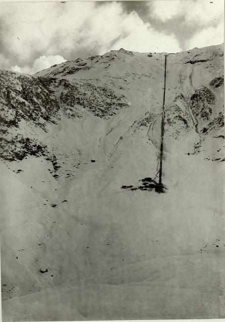 Gesamtansicht der Seilbahn auf die Köderköpfe. Ganz oben die Baracken der 7. Kompagnie des Bataillons II/57.