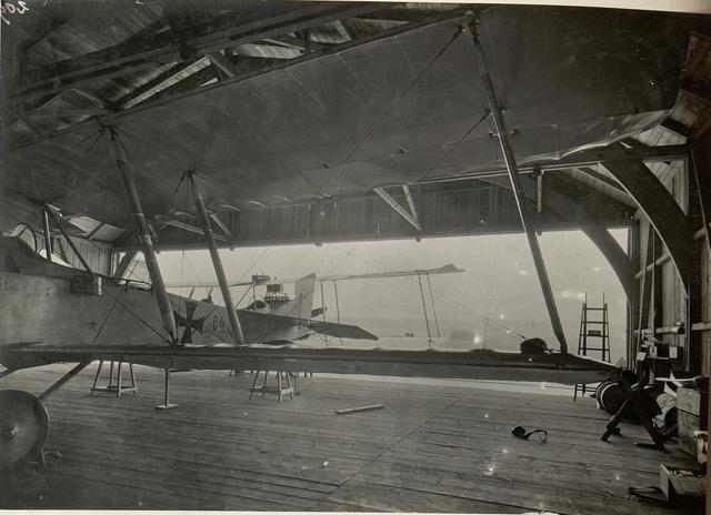 Hangar der 16. Fliegerkompagnie am Flugplatze in Villach. Aufgenommen am 11. Juli 1916.