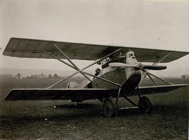 Hptm.R.Stoisavljevic mit Kampfeinsitzer. (14/8.1917.)