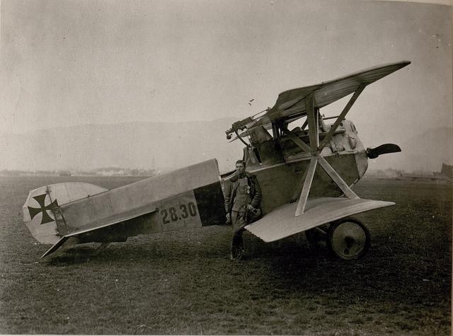 Hptm.R.Stoisavljevic mit Kampfeinsitzer. (14/9.1917.)