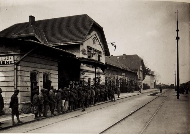 Karl I. in Galizien während der Gegenoffensive, die von Mitte Juli 1917 bis Anfang August andauerte. Hier trifft er am 22. Juli in Busk ein
