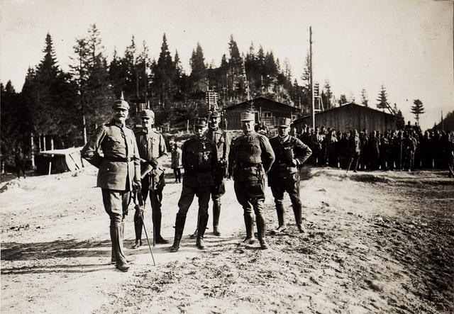 Karl I. während seines Besuchs in Südtirol am 26.6.1917