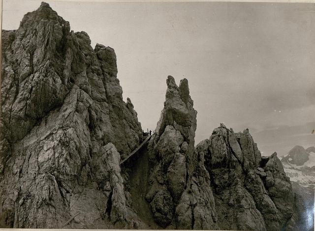 Korscharte Geschützstand Schwebebrücke welche zum Geschütz, Beobachter und zur Kaverne führt. (19/7.1917.)