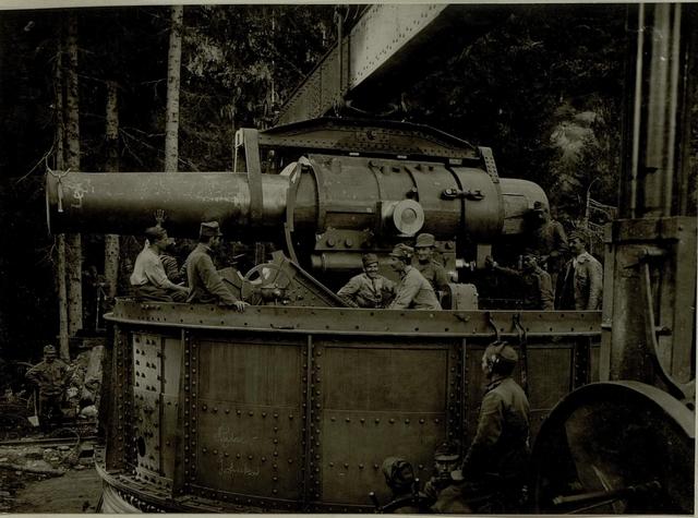 Küsten Haubitzen L/15, Batterie 3, Stellung im Lesachtal. Rohr wird in den Turm eingelassen. Aufgen.am 20.VIII.1916.