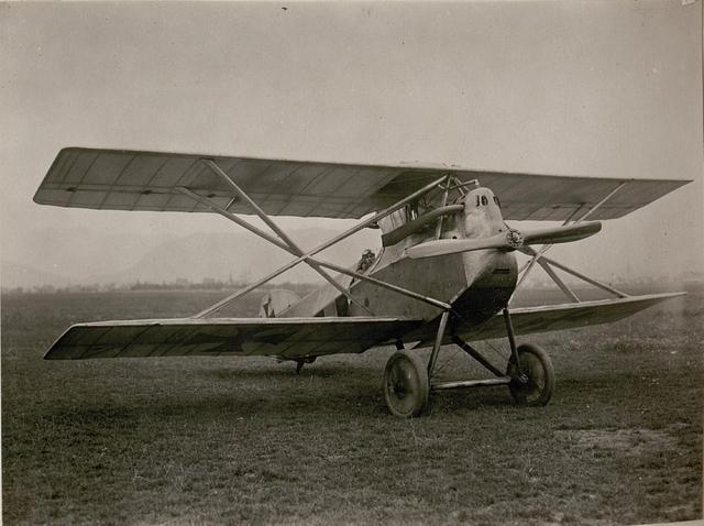 Oblt.Leop.Urban mit Kampfeinsitzer. (14/9.1917.)