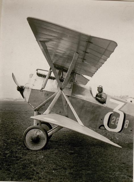 Offiziers-Stellvertreter Josef Siegel mit Kampfeinsitzer. (14/8.1917.)