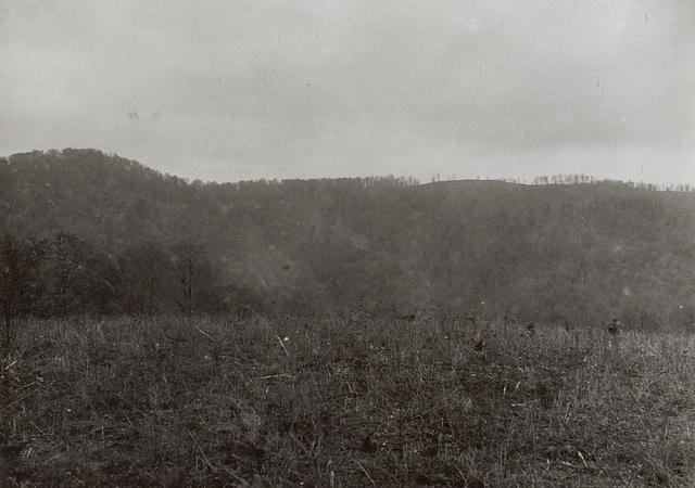 Panorama von der Kosutnja Stopa über Jagodnja  bis zum Rücken gegen Kote 769. Ganz rechts die Peterhöhe aufgenommen von 787