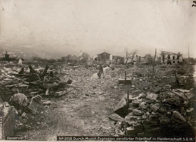 Reservat Durch Munit.-Explosion zerstörter Friedhof in Haidenschaff 5.6.18.