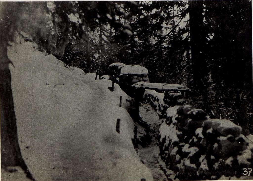Schützengraben aus der Infanterie - Stellung am Kreuzberg Sattel, 5.2.1916.