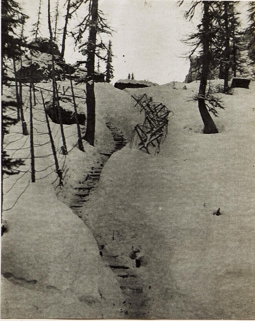 Schützengraben aus der Infanterie - Stellung am Kreuzberg Sattel.