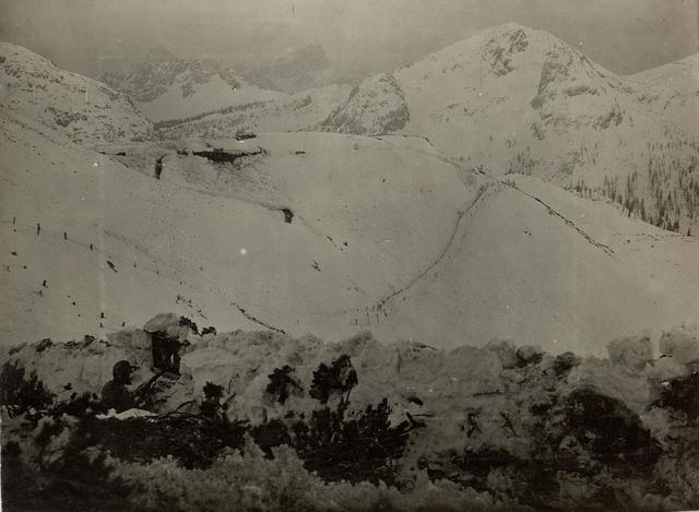 Schützengraben und Unterkünfte des Lst.Inf. Bataillons Nro. 150 Standpunkt: Lanzenboden bei Kote 1777.