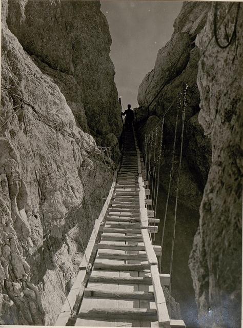 Schwebebrücke (Seilleiter) welche zur Korscharte führt. (19/7.1917.)